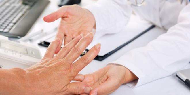 Fingernagel eiter unterm Melanom des