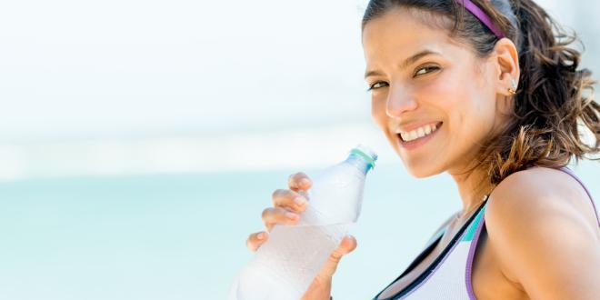 Zu welcher Zeit Wasser zu trinken, um Gewicht zu verlieren