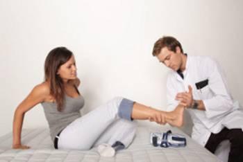 schmerzen im fu r cken das sind die ursachen. Black Bedroom Furniture Sets. Home Design Ideas