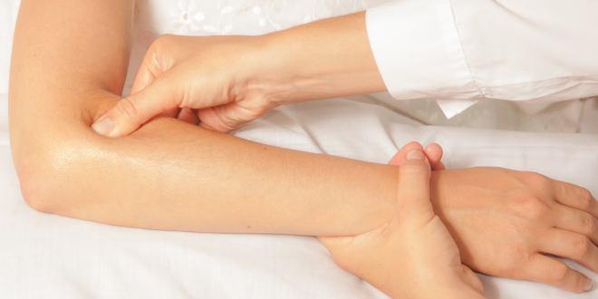Gelenkschmerzen & Gelenkentzündungen im Ellenbogen – Ursachen, Symptome & Behandlung