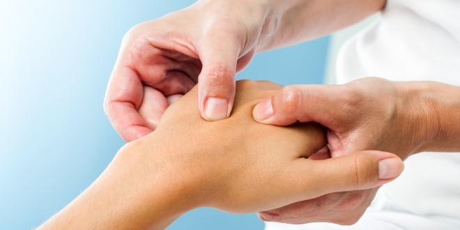 Schmerzende Fingergelenke - Die häufigsten Ursachen